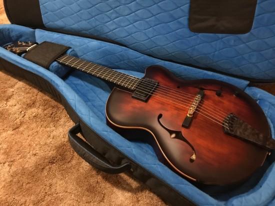 NYにある Victor Baker の工房へギターを受け取りに行ってきました!